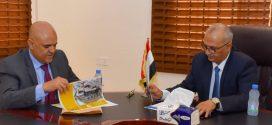 وزير المياه يناقش مع محافظ تعز وضع مؤسسة المياه والصرف الصحي